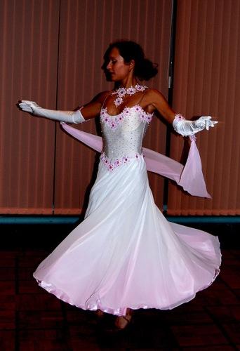 Белый стандарт платье